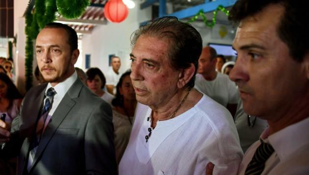 Joao Teixeira de Faria (Mitte) erlangte weltweite Popularität als Wunderheiler. (Bild: APA/AFP/EVARISTO SA)