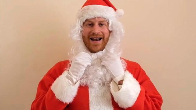 Prinz Harry als Weihnachtsmann (Bild: AP)