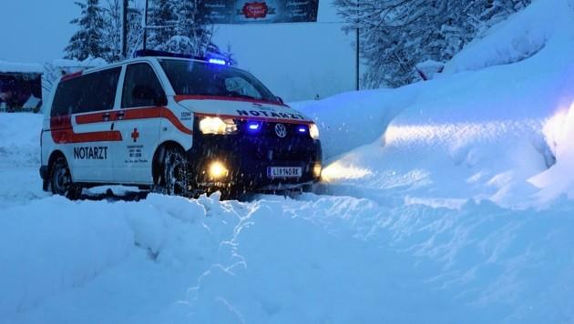 Ob Wintereinbruch oder eben der Heilige Abend - die steirischen Einsatzkräfte sind für die Bevölkerung da. (Bild: Rotes Kreuz Liezen)