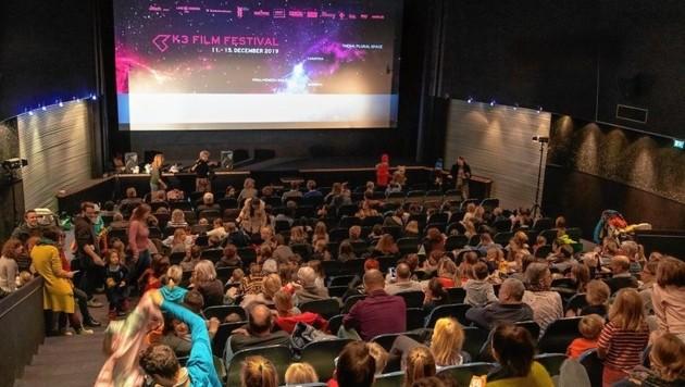 Alle Plätze im Kinosaal waren besetzt - der Kurzfilm der Kinder kam beim Publikum gut an. (Bild: KRAMMER)