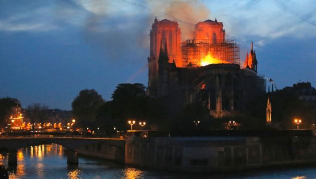 Der Brand am 15. April 2019 in der gotischen Kathedrale hielt die ganze Welt in Atem. (Bild: Copyright 2019 The Associated Press. All rights reserved.)
