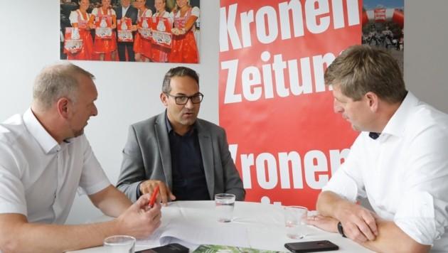 Chefredakteur Claus Meinert (re.) und Markus Gassler (Chef vom Dienst) im Gespräch mit WK-Boss Christoph Walser. (Bild: Birbaumer Christof)