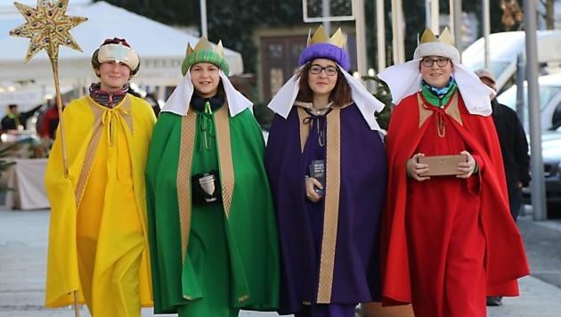 Sarah, Teresa, Lena und Paul sammeln als Sternsinger Spenden (Bild: Christian Jauschowetz)