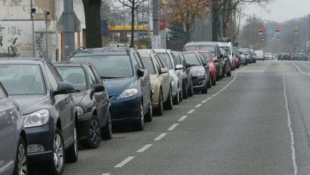 Parkplatzfrage: In Simmering entscheidet der Bezirk, ob das Pickerl ausgeweitet wird. (Bild: Tomschi Peter)