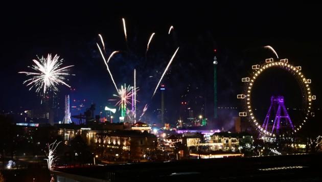 Auch die offiziellen Feuerwerke wurden für diesen Jahreswechsel abgesagt. (Bild: APA/HERBERT P. OCZERET)
