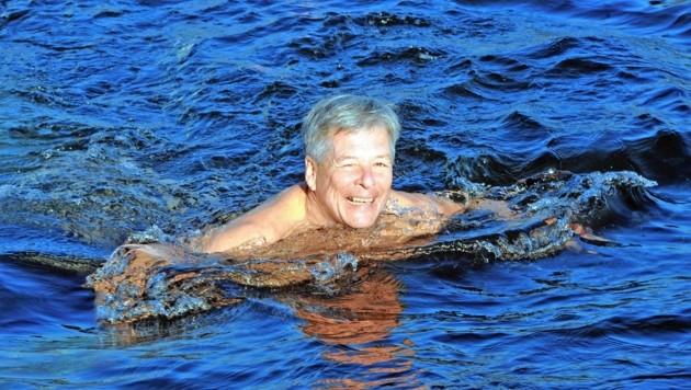 LH Peter Kaiser ist nicht nur begeisterter Läufer; er springt auch gern ins Wasser. Und sei es auch noch so kalt. (Bild: Hermann Sobe)