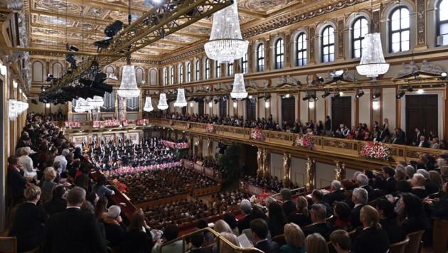 Auf einen vollen Saal, wie hier am 1. Jänner 2020, werden die Musiker beim Neujahrskonzert diesmal verzichten müssen. (Bild: APA/HERBERT NEUBAUER)