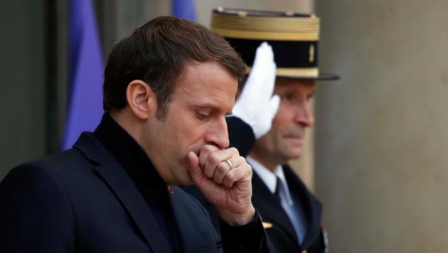 Frankreichs Präsident Emmanuel Macron kämpft weiter um seine Pensionsreform. (Bild: AP)