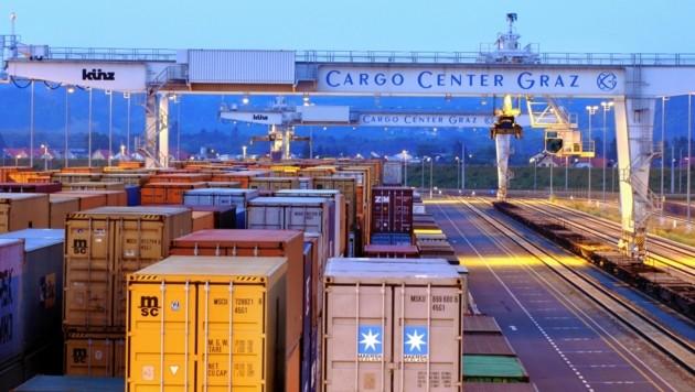 Der Außenhandel boomt: Das Cargo Center in Werndorf, südlich der Landeshauptstadt Graz, ist einer der Umschlagplätze der steirischen Wirtschaft. (Bild: Cargo Center Graz)