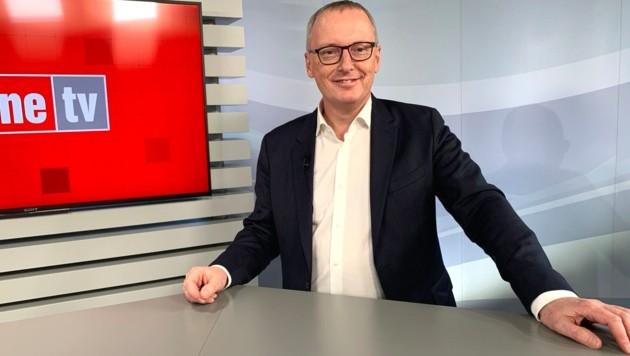 """""""Krone""""-Chefredakteur Klaus Herrmann beim Studiotalk über das Regierungsprogramm (Bild: krone tv)"""