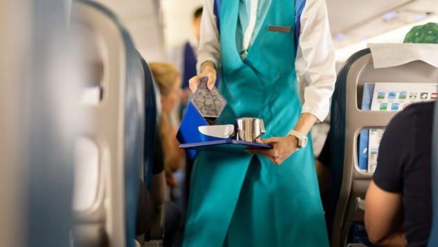 In mehreren US-Airlines werden nur noch alkoholfreie Getränke angeboten. (Bild: stock.adobe.com)