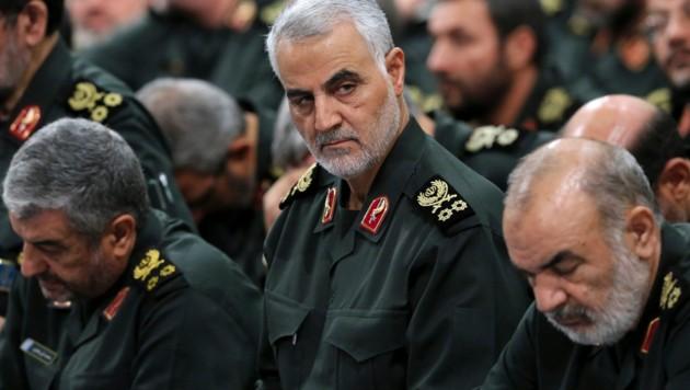 Kassem Soleimani (Mitte) (Bild: AP)