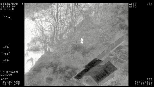 Die Wärmebildkamera des Polizeihubschraubers entdeckte den Flüchtigen. (Bild: Flir Klagenfurt)