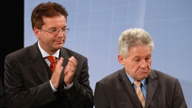 Das Bild aus 2003 sagt viel aus: Für ÖVP-Chef Josef Pühringer (r.) war die Koalition mit Rudi Anschober und den Grünen keine Liebesheirat. Sie hielt aber zwölf Jahre. (Bild: HEINZ-PETER BADER)