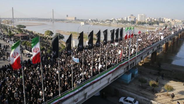 Staatstrauer im Iran nach dem Tod von General Kassem Soleimani (Bild: APA/AFP/fars news/HOSSEIN MERSADI)