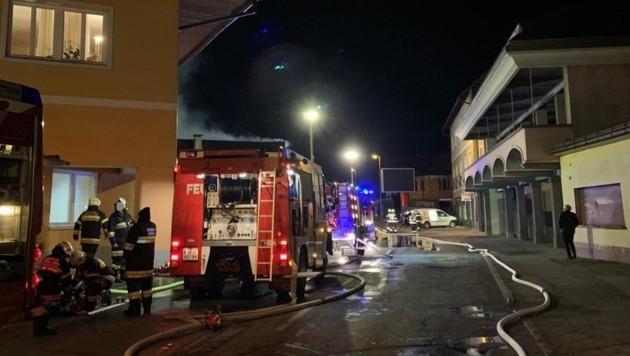 Rund 200 Feuerwehrleute standen im Einsatz. (Bild: FF Feistritz/Drau)
