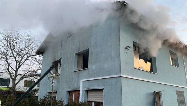Bei dem Brand in Gerasdorf wurden zwei Menschen verletzt. (Bild: FF Gerasdorf)