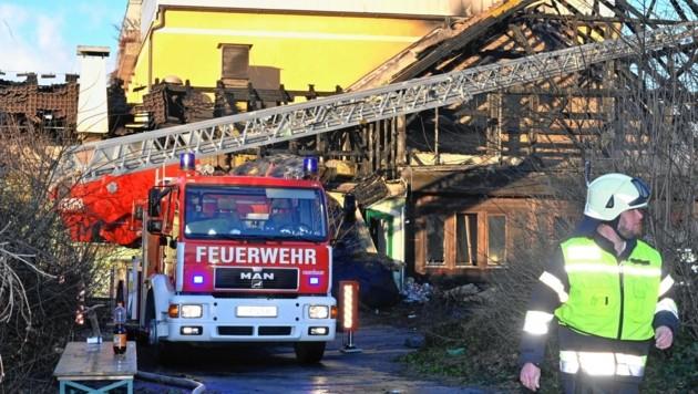 Das Feuer im ehemaligen Gasthof Gösserbräu wurde gelegt. (Bild: RIE-PRESS)