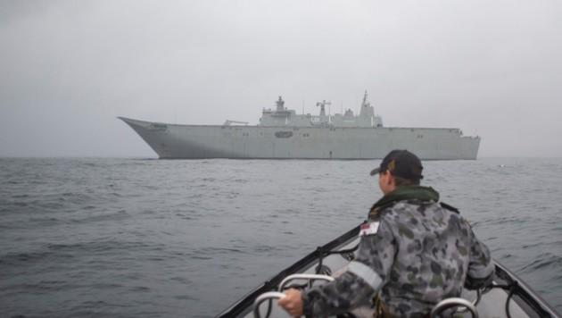 Schiffe kommen den Anrainern zu Hilfe. (Bild: © Commonwealth of Australia)