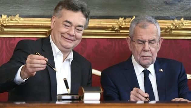Vizekanzler Werner Kogler und Bundespräsident Alexander Van der Bellen (Bild: APA/HANS KLAUS TECHT)