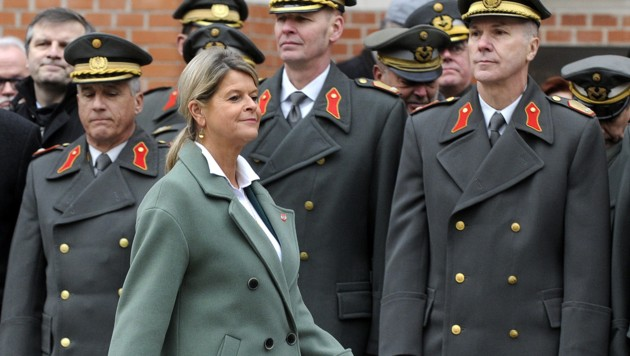 Verteidigungsministerin Klaudia Tanner (ÖVP) (Bild: APA/HERBERT PFARRHOFER)