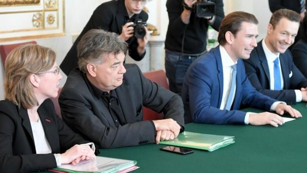 Bundeskanzler Sebastian Kurz und Vizekanzler Werner Kogler mit den Ministern Gernot Blümel und Leonore Gewessler (Bild: APA/ROLAND SCHLAGER)