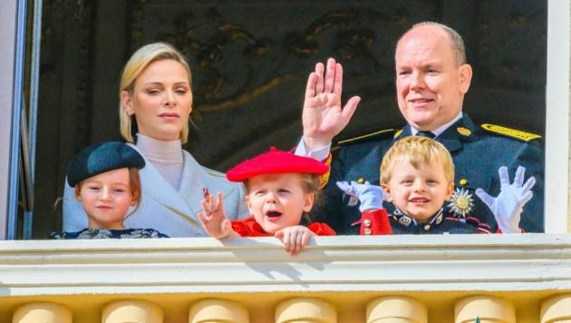 Charlene von Monaco an der Seite ihres Ehemannes Fürst Albert II., Nichte Kaia Rose (li.) und den Zwillingen Gabriella und Jacques. (Bild: Dutch Press Photo Agency / Action Press / picturedesk.com)