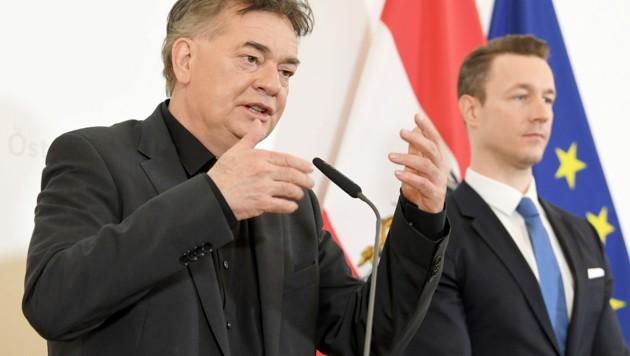 Vizekanzler Werner Kogler und Finanzminister Gernot Blümel (Bild: APA/ROLAND SCHLAGER)