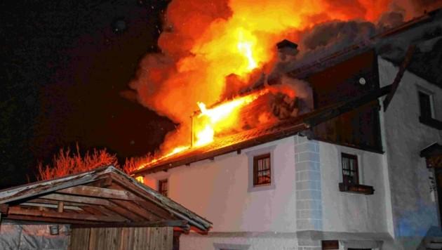 Brand Bauernhof Mils bei Imst (Bild: LIEBL Daniel   zeitungsfoto.at)