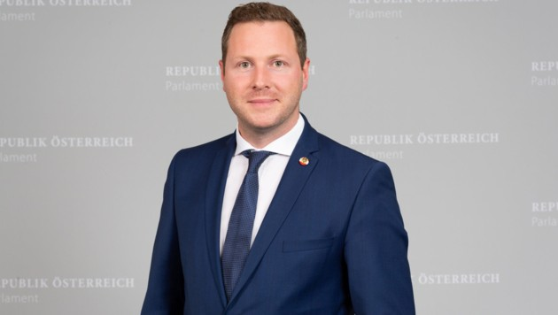 Michael Schnedlitz (Bild: APA/Parlamentsdirektion/Photo Simonis)