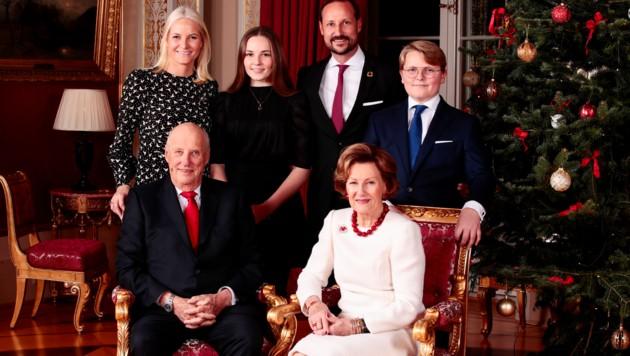 Die norwegische Königsfamilie posiert für die Weihnachtsfotos 2019 (Bild: AFP)