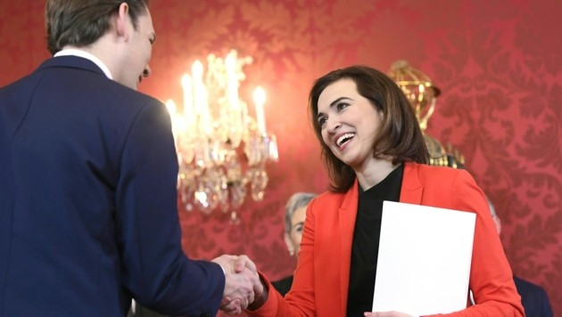 Bundeskanzler Sebastian Kurz und Justizministerin Alma Zadic bei der Angelobung (Bild: APA/HANS KLAUS TECHT)