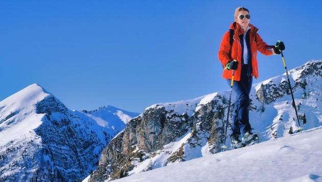 Julia im Aufstieg auf den Seetalnock mit Eckwand im Hintergrund. (Bild: Wallner Hannes)
