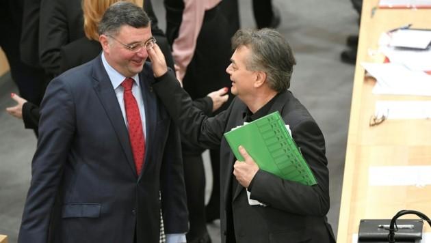 SPÖ-Klubobmann-Stellvertreter Jörg Leichtfried und Grünen-Chef und Vizekanzler Werner Kogler (Bild: APA/ROLAND SCHLAGER)