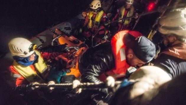 Die Sea-Watch 3 absolvierte drei Einsätze binnen 24 Stunden - hier rettete sie Flüchtlinge in der maltesischen Rettungszone. (Bild: twitter.com/seawatchcrew)