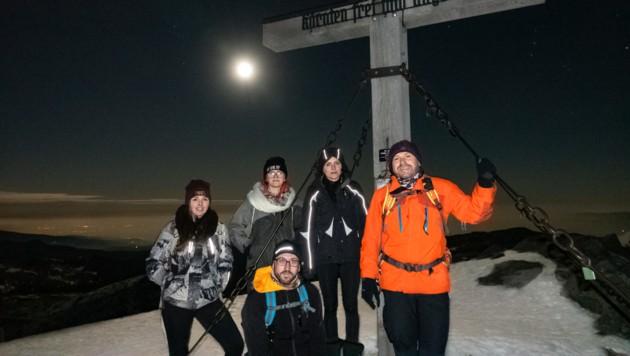 Gipfelsturm auf die Koralm: Der Mann im Mond schaute den Wanderern zu. (Bild: Dorian Wiedergut)
