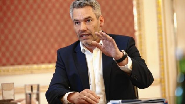 "Innenminister Karl Nehammer im ""Krone""-Interview (Bild: Reinhard Holl)"