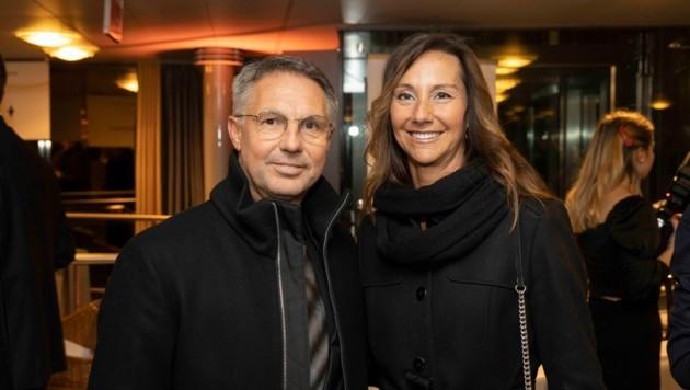 Altachs Ex-Trainer Damir Canadi schaute mit Gattin Susanne ebenfalls vorbei. (Bild: Maurice Shourot)