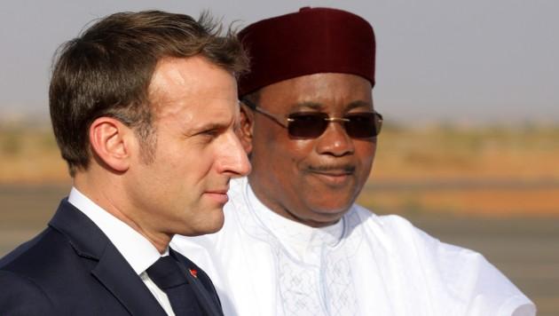Frankreichs Präsident Emmanuel Macron und der Präsident von Niger, Mahamadou Issoufou (Bild: AFP)