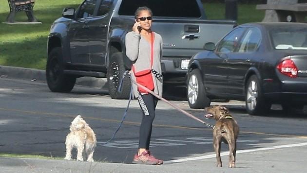 Doria Ragland im Jänner 2020 mit ihren Hunden in Los Angeles (Bild: www.PPS.at)