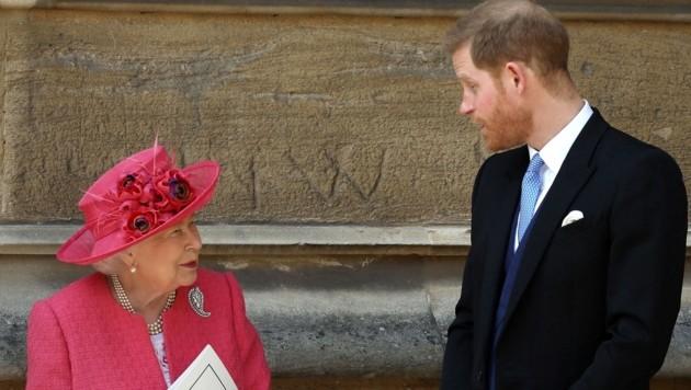 Queen Elizabeth II. und ihr Enkel Prinz Harry (Bild: AFP)