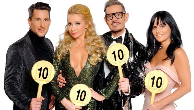 """Die """"Dancing Stars""""-Jury: Balázs Ekker, Karina Sarkissova, Dirk Heidemann und Nicole Hansen (Bild: ORF)"""