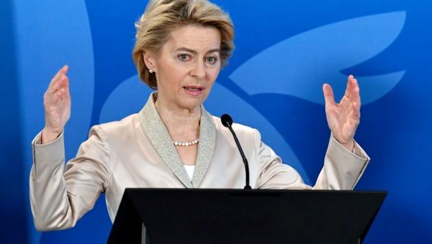 Die deutsche EU-Kommissionspräsidentin Ursula von der Leyen soll schon bald mit US-Präsident Donald Trump zusammentreffen, um über das Handelsabkommen zwischen der EU und den USA zu sprechen. (Bild: APA/AFP/JOHN THYS)