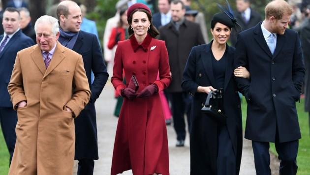 Prinz Charles, Prinz William, Herzogin Kate, Meghan und Prinz Harry (v.l.n.r.) (Bild: AFP)
