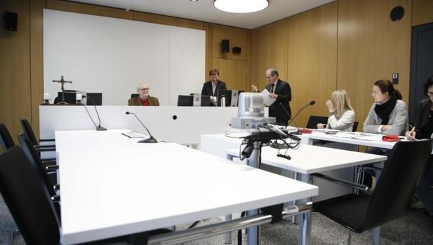 Die linke Seite vor Richter Rudolf Havas blieb leer (Bild: Tschepp Markus)