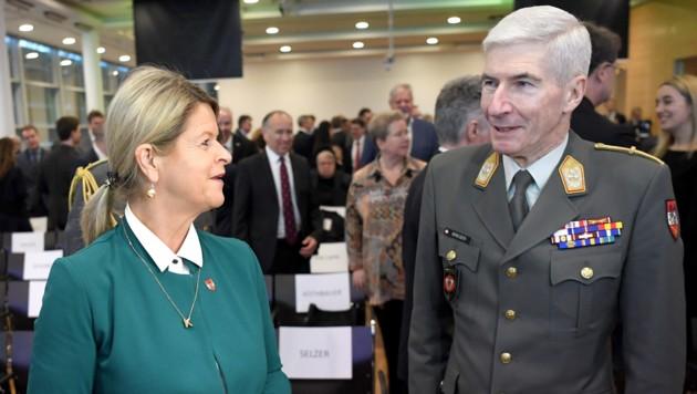 Miisterin Klaudia Tanner und Generalstabschef Robert Brieger (Bild: APA/Roland Schlager)