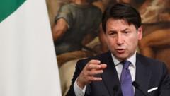 Der italienische Ministerpräsident Giuseppe Conte muss um die Mehrheit seiner Regierung im Senat bangen. (Bild: AFP)