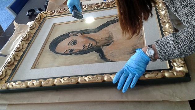 """Das Gemälde """"Kopf einer jungen Frau"""", nachdem es im Sommer 2015 beschlagnahmt wurde (Bild: AFP/Douane Francaise)"""