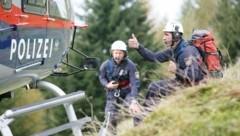 Nach dem Hinweis nahmen Bergrettung und die Alpinpolizei mit einem Hubschrauber die ursprünglich schon ergebnislos abgebrochene Suche wieder auf (Symbolbild). (Bild: BFI)