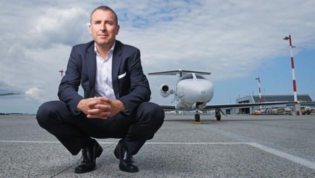 Mit der von Hörsching aus agierenden Globe Air fliegt die Crew von Bernhard Fragner vorwiegend Geschäftsreisende. (Bild: Globe Air)
